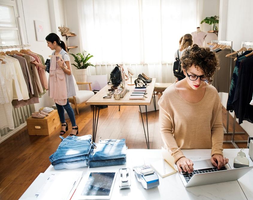 La ventaja de utilizar  un programa de gestión de tienda que funciona tanto online como offline